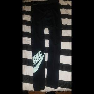Nike Tight Fit Leggings